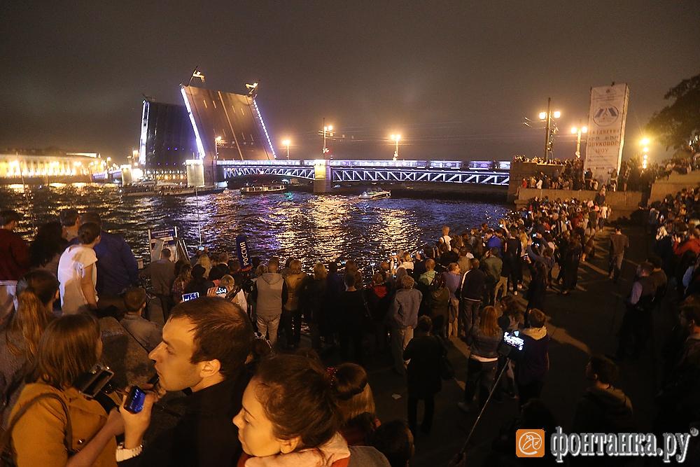 Сегодня ночью Дворцовый мост разведут под музыку
