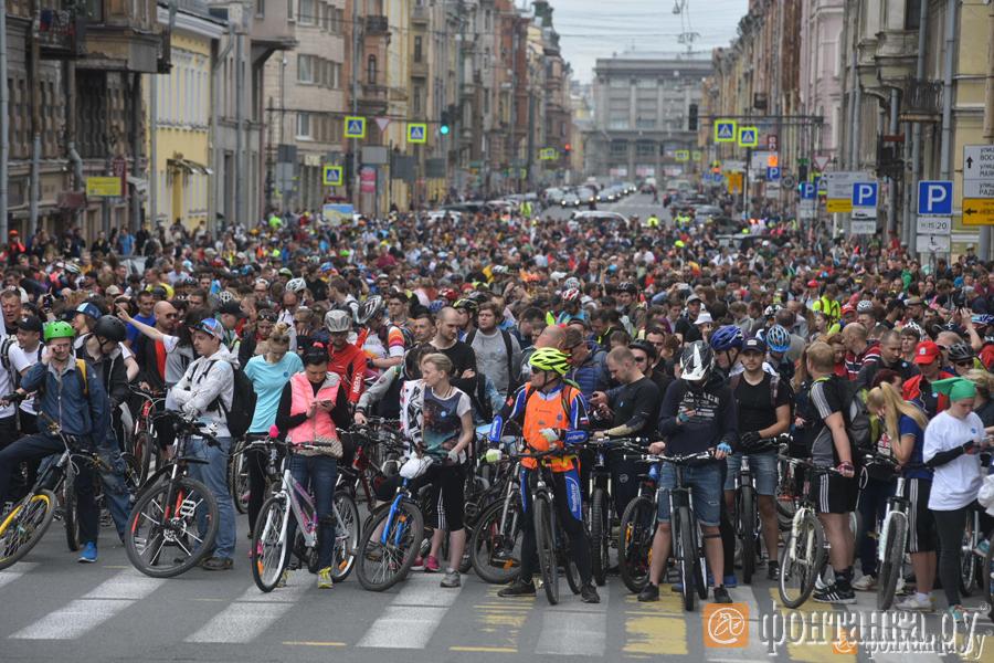 В огромном  Велопараде вПетербурге поучаствовали 15 тыс.  человек