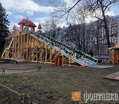 На Васильевский остров завезли снег. Здесь снимают фильм о заложнике Николая I